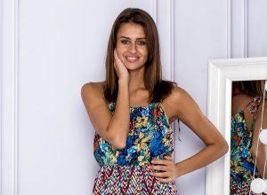 Jaką sukienkę kupić dla młodej kobiety w wieku 18+?