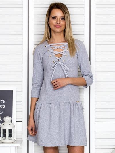 Wygodne sukienki dresowe – modele na co dzień