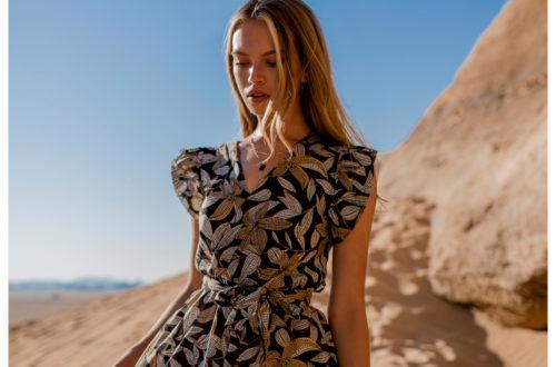 Sukienki w stylu vintage z dekoltem w serek